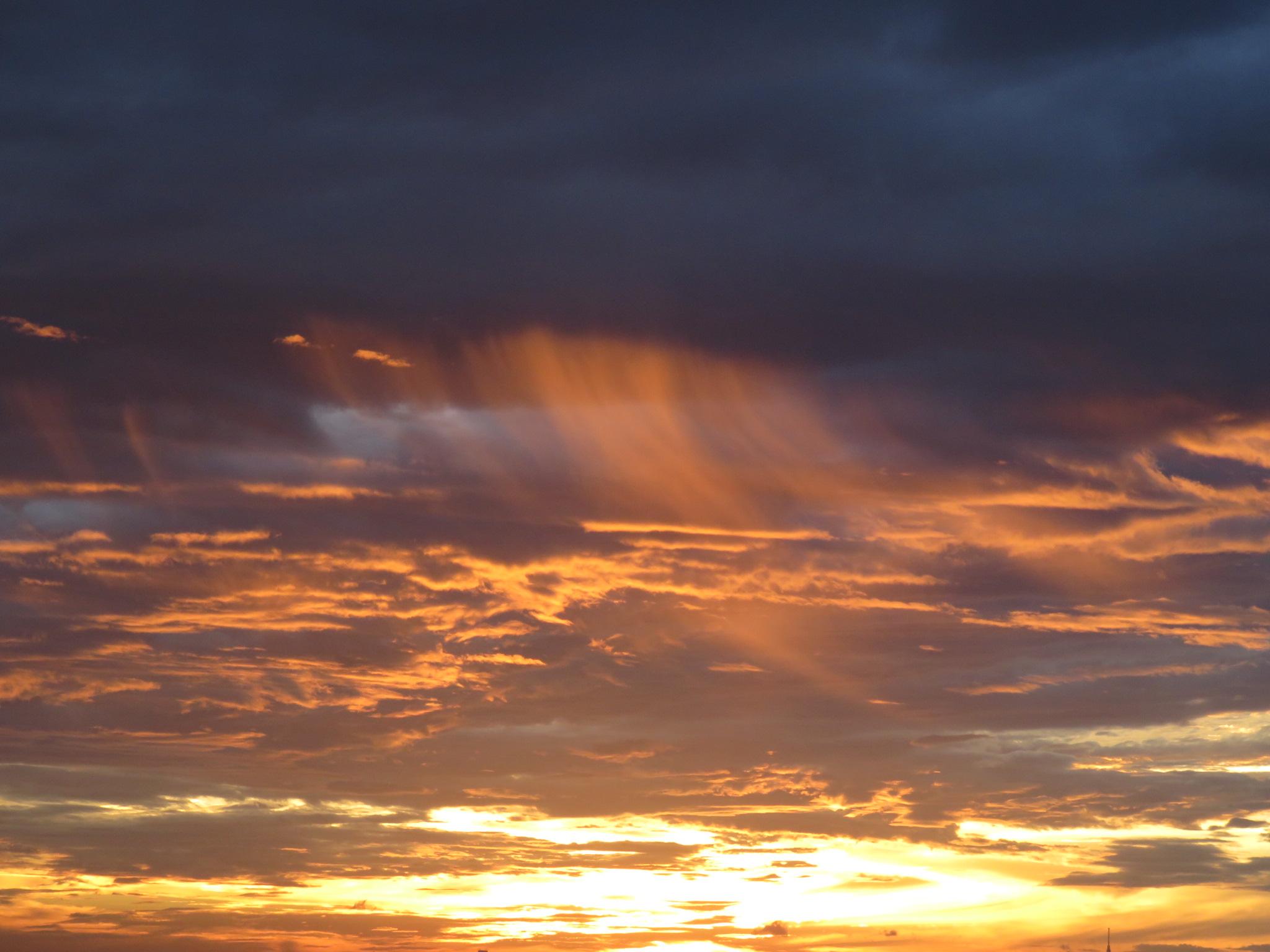 天空に吸い込まれる夕焼け